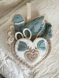 """""""<b>Bird and Heart</b> Sewing Caddy"""" Pattern by Rebekah L. Smith 