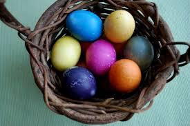 Αποτέλεσμα εικόνας για φυσικα βαμμενα αυγα