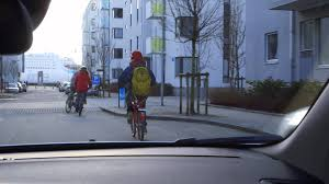 Volvo Cyclist Detection With Full Auto Brake - YouTube