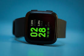 <b>Fitbit Versa</b> review: A lower-cost Apple <b>Watch</b> alternative - CNET