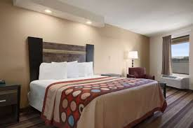 super rahway newark rahway hotels nj  guest room at the super 8 rahway newark in rahway new jersey