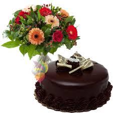 Risultati immagini per fiori torta cioccolatini