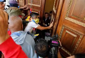 Venezuela'da hükümet yanlıları meclisi bastı