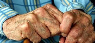 Αποτέλεσμα εικόνας για Σοκάρει η εικόνα του ηλικιωμένου που χτυπήθηκε από 10χρονο και 11χρονο ληστή