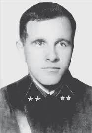 Лев Михайлович Доватор родился в бедной крестьянской семье, учился в сельской церковно-приходской школе. В 1917 году уехал в Витебск, где поступил рабочим ... - i_030