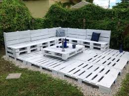 How I made a simple yet effective <b>pallet corner</b> sofa out of 9 Euro ...