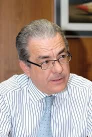 Juan Latorre. Nacido en Quart de Poblet (Valencia), economista por la Universitat de València, 25 años trabajando en la firma, los diez últimos como socio, ... - 2013-junio-mesa-KPMG-1