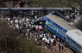दिल्ली-डिब्रूगढ़ राजधानी पटरी से उतरी, 4 की मौत