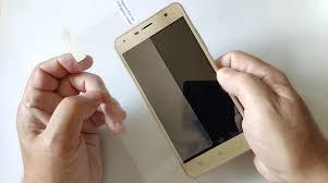 Как приклеить <b>защитное стекло на</b> телефон: инструкция для ...