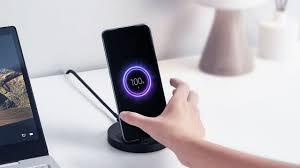 <b>Xiaomi Mi</b> 20W <b>Wireless Charging Stand</b> bemutató - YouTube