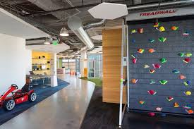 location headquartered in scottsdale arizona office features the 40000 square feet of interior office space includes a coffee bar amazing office spaces