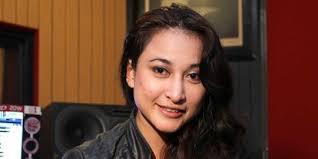 Merdeka.com - Beredarnya foto-foto polisi tampan, Saeful Bahri dan Rinada di dunia maya, sempat membuat mantan istri keyboardis The Titans, ... - foto-mantan-istri-andika-the-titans-dengan-saeful-bahri-beredar