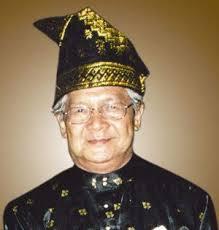 Sementara ibunya, Tengku Sarifah Azamah juga memberi Tenas dengan nama Tengku Nasrun Said Effendy. Ayahnya adalah sekretaris pribadi ... - 286790816tennas%2Befendi1