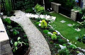 foto taman depan rumah: Tips menata taman depan rumah dengan lahan sempit rumah idaman
