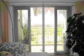 Cửa lưới được lắp dễ dàng lên khung cửa lưới có sẵn và không làm thay đổi cấu trúc cửa