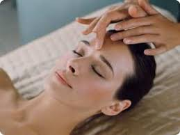 Výsledek obrázku pro masáž dekoltu
