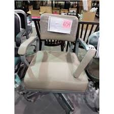 <b>2 ROLLING OFFICE CHAIRS</b> (VISIBLE DAMAGE) - Able Auctions