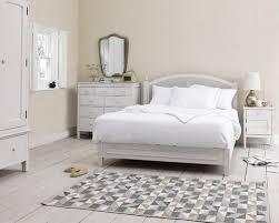 popular shabby chic bedroom decorating