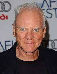 Según lo informado, Malcolm McDowell (A Clockwork Orange) ha sido elegido para interpretar al líder de un ... - malcolm-mcdowell-photo