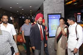 padma shri milkha singh and family see world record breaking padma shri milkha singh and family see world record breaking olympic gold medalist jesse owens biopic race 9 days in advance before theatrical release