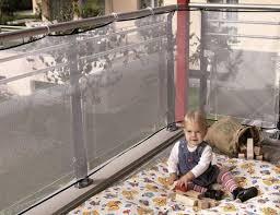 Gioco bambini in cortile condominiale