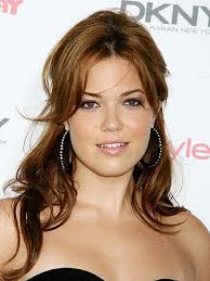 mandy-moore.jpg Mandy Moore's diet follows the Five Factor eating plan created by celebrity trainer Harley Pasternak, which involves 3 meals and 2 snacks ... - mandy-moore