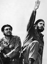 fidel castro che guevara left and castro photographed by alberto korda in 1961