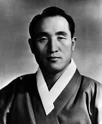 Reverend sun Myung Moon as a young man Old Moon: As a young man. Early members later claimed Moon believed humans must be purified through sex, ... - Reverend%2520sun%2520Myung%2520Moon%2520as%2520a%2520young%2520man