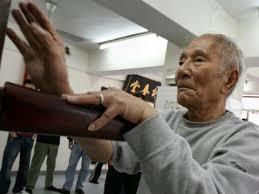 Ip Chun (葉準), 84-year-old <b>Wing Chun</b> legend - YouTube
