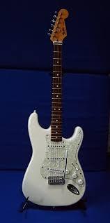 <b>Fender Stratocaster</b> — Википедия