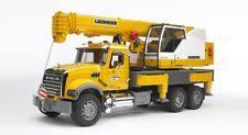Желтый кран современного производства литой <b>BRUDER</b> ...