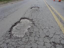 Resultado de imagem para imagem estrada esburacada