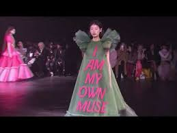 Viktor and Rolf make Memes couture with loud statements on <b>tulle</b> ...