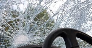 Почему не стоит оставлять <b>номер телефона</b> на стекле авто ...