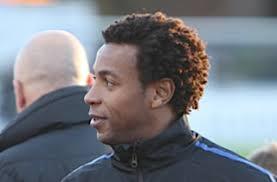 Den 32-årige kenyanske angriber Emmanuel Ake er tilbage i dansk fodbold. Han skal fremover tørne ud for DS-klubben FC Djursland. - art97944