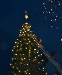 Billedresultat for tændt juletræ