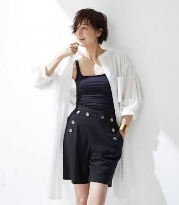 タンクトップの富岡佳子