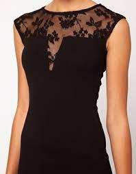 Risultati immagini per abito nero con pizzo sulla schiena