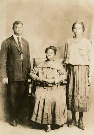 <b>Louis Armstrong</b> with his mother, May Ann, and sister, Beatrice ...