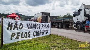 Resultado de imagem para Foto: caminhoneiros em greve em janeiro
