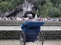 Resultado de imagen de Enfermos en la gruta de Lourdes