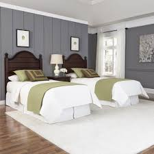 Bedroom For Two Twin Beds Country Comfort Two Twin Beds And Nightstand Homestyles