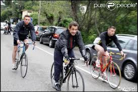 People à vélo Images?q=tbn:ANd9GcR8zHh4U_a3XLgEu0cQwe0OWKjlh0QBk5x93nvrz4yok1YrXBCeeg
