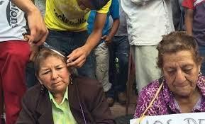 Meksika'da ispiyoncu öğretmenlerin saçları kesildi