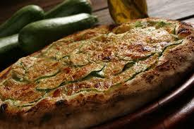 Pizza de atum e abobrinha