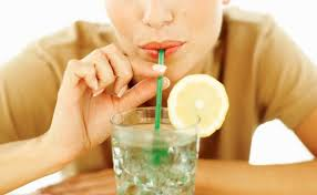 Resultado de imagem para água com limão de manhã