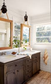 country bathroom colors:  right vintage bathroom