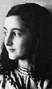De afgelopen weken heb ik het dagboek van Anne Frank geluisterd. Een bijzonder meisje dat in de oorlogsjaren van WOII met haar familie en kennissen ... - anne-frank-profile