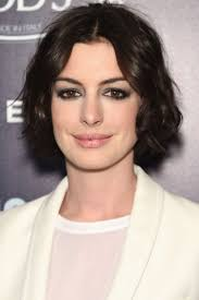 beste idee euml n over anne hathaway make up op anne monotonal brunette color trend spring 2015 anne hathaway