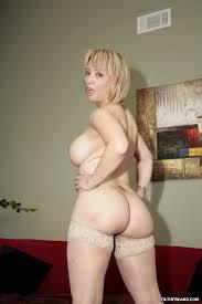 Free pornstars pics in erotic lingerie and nude. madura con. Im genes de madura con grandes nalgas redondas y jugosas ella esta desnuda solo usando unas medias con encaje ella tiene sexo con un hombre joven.